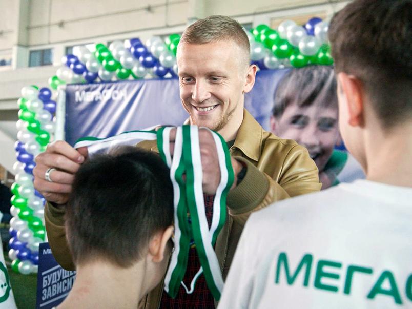 Смольников и Новосельцев наградили победителей петербургского этапа турнира «Будущее зависит от тебя»