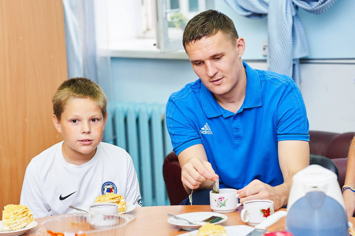 Игроки «Ростова» посетили детский дом №10