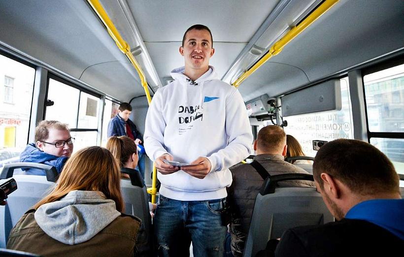 Андрей Лунев поработал в маршрутном такси в рамках проекта «Давай-давай!»