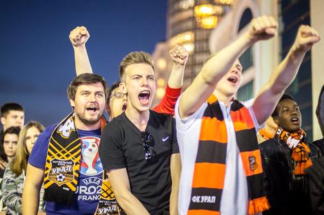 Почти 5000 болельщиков собрались в фан-зоне поддержать любимый клуб
