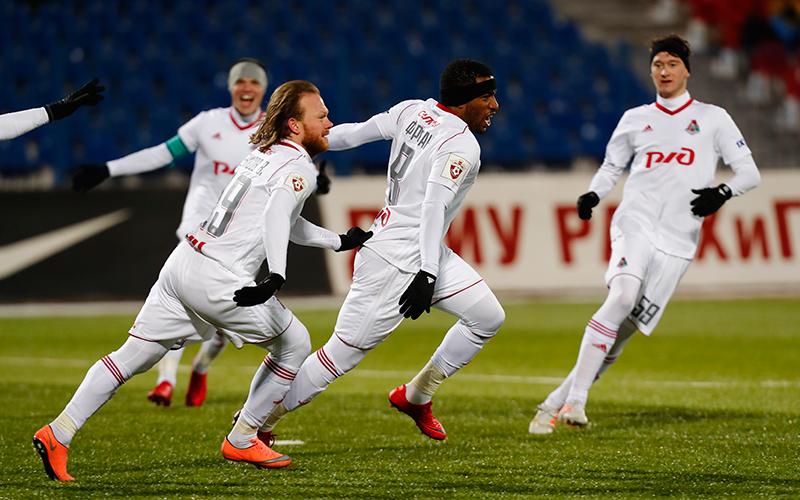 Гол Фарфана в компенсированное время принес победу «Локомотиву»